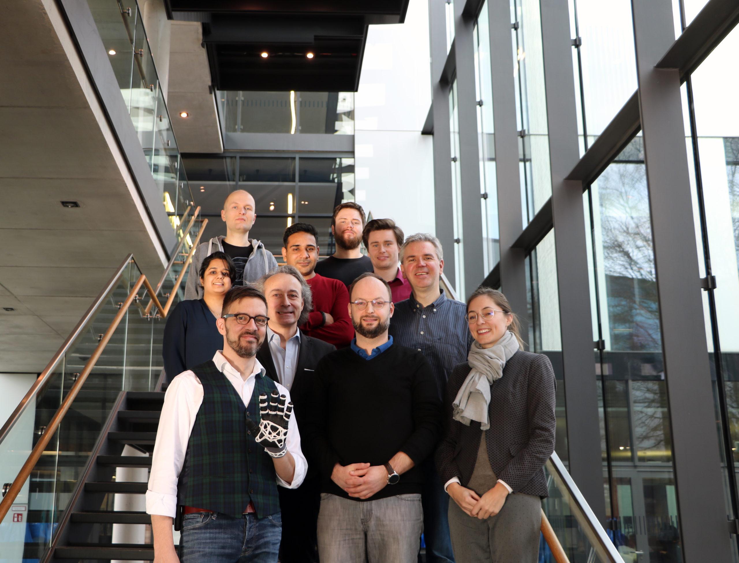 Projektteam um Prof. Dr. Ioannis Iossifidis (2. Reihe links) traf sich, um Arbeitspakete und Meilensteine zu besprechen